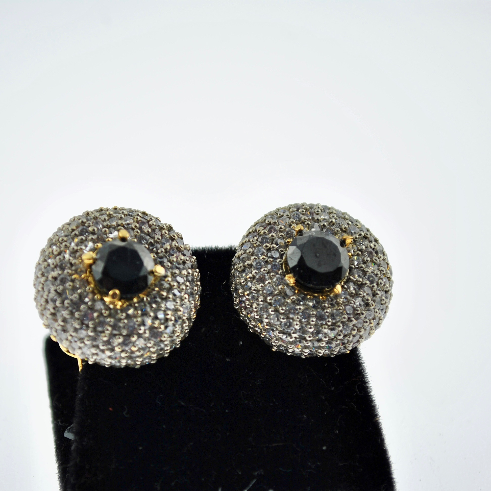 Black and Zirconia Round Earrings