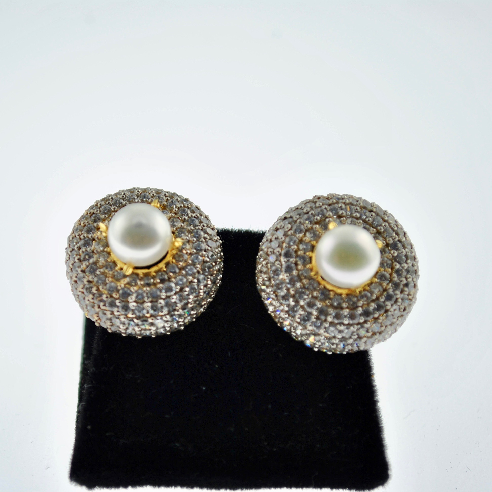 Pearl and Zircon round Earrings
