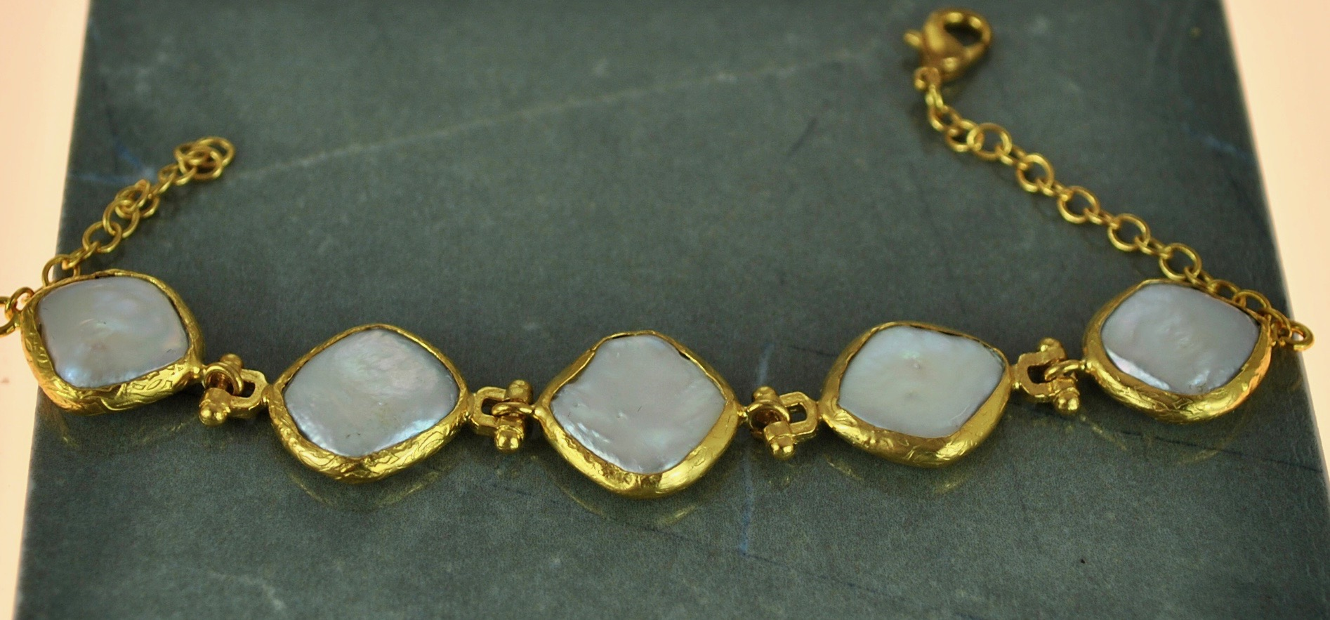 White Mother of pearl bracelet in 22k Gold vermeil