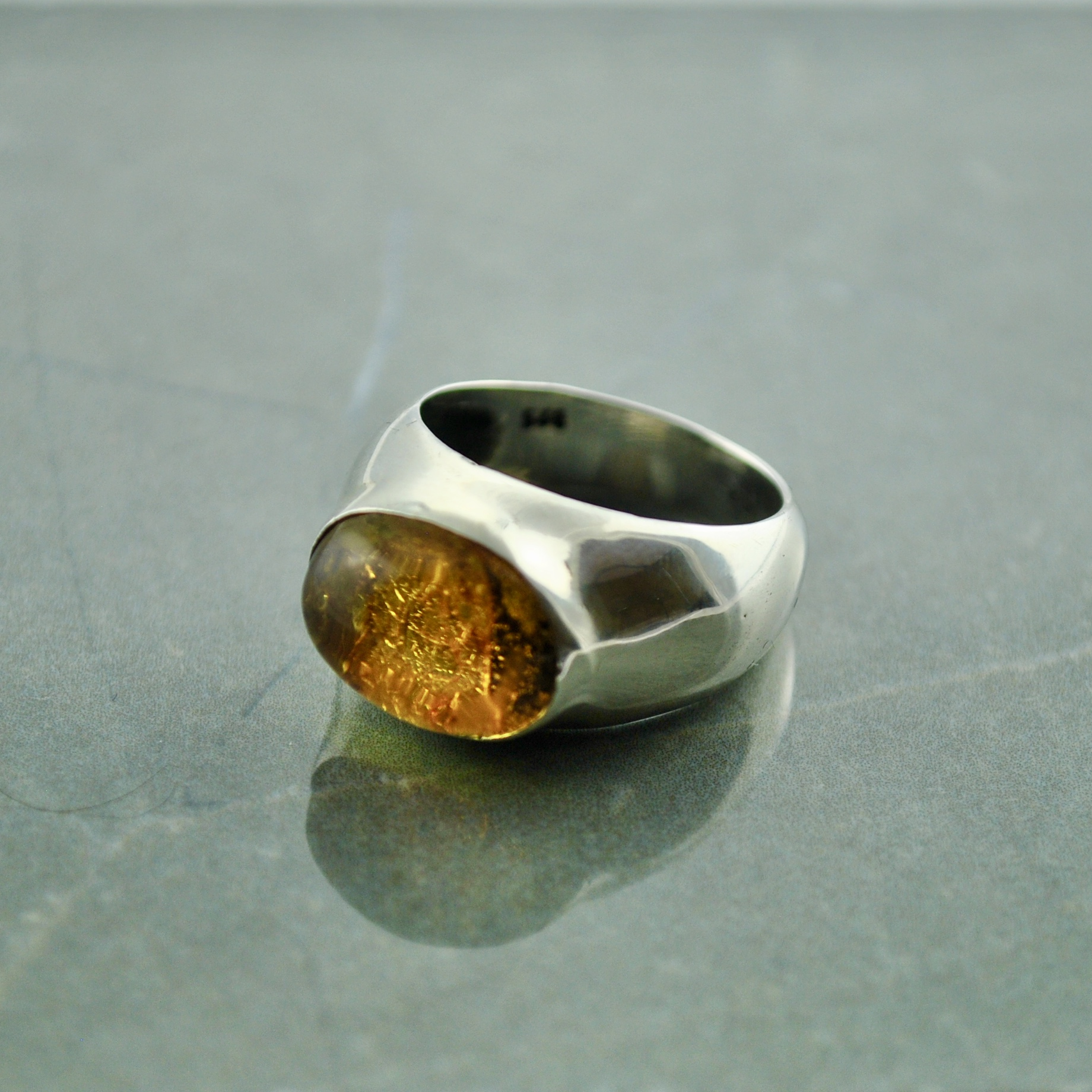 925 Silver Amber stone ring size 18 or Q